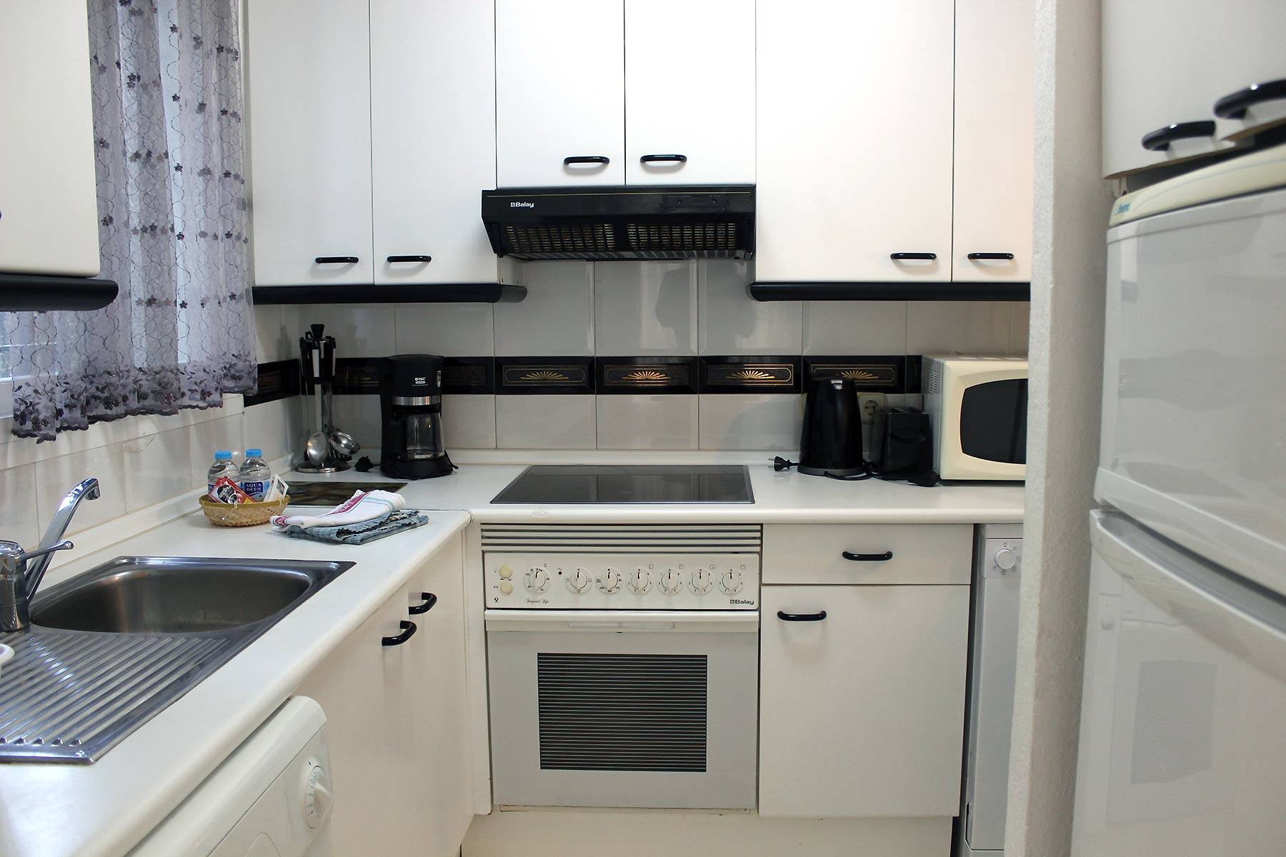 Holiday apartments Estepona Fitted kitchen