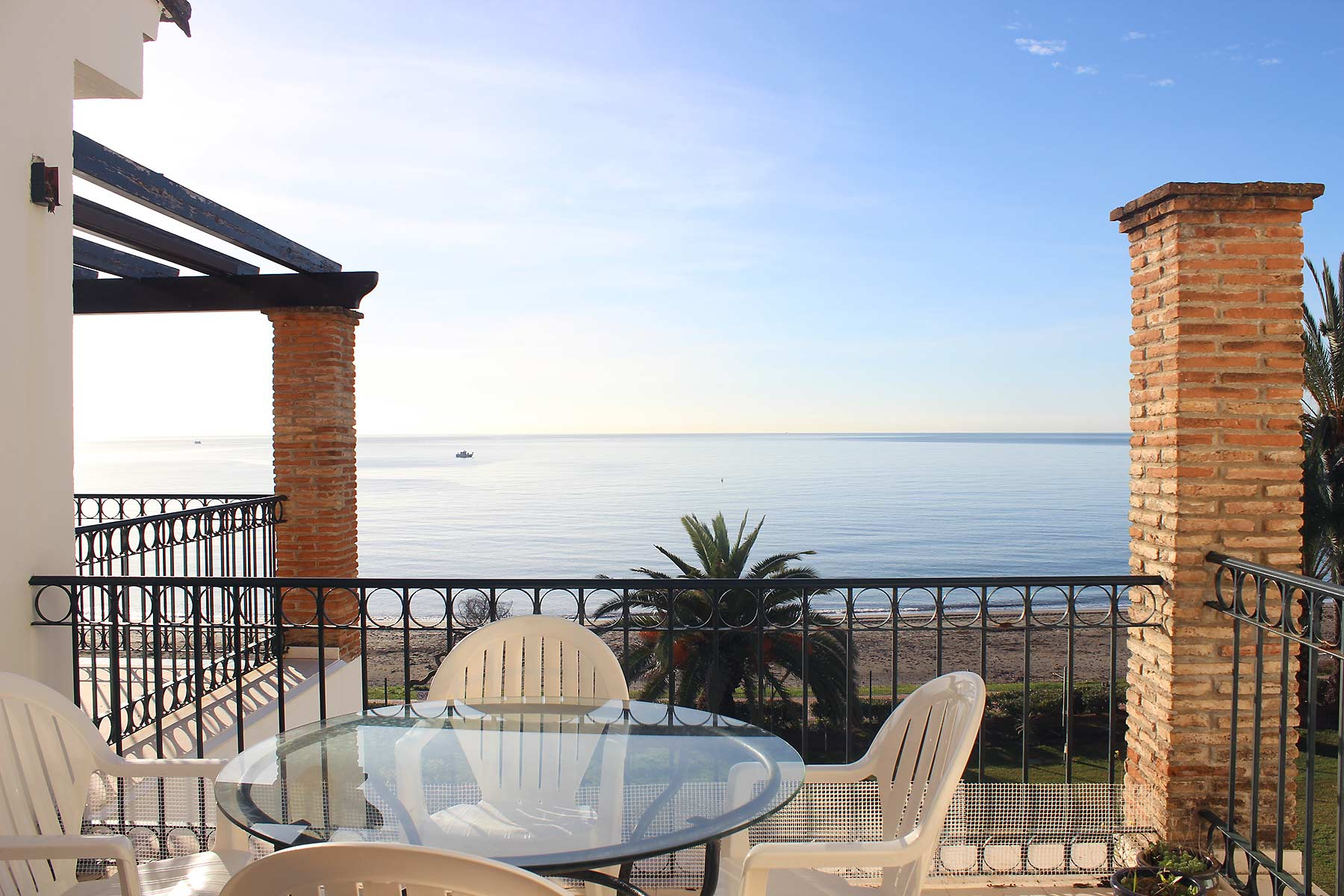 Holiday apartments Estepona Terrace sea views