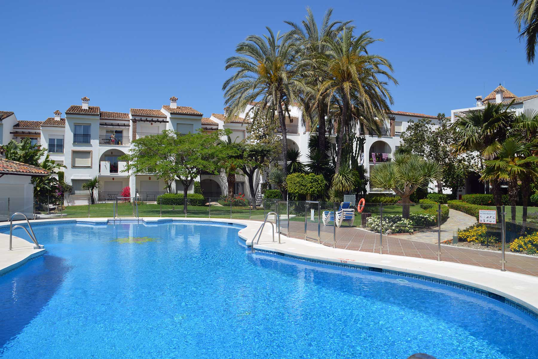 Holiday apartments Estepona Front line beach location